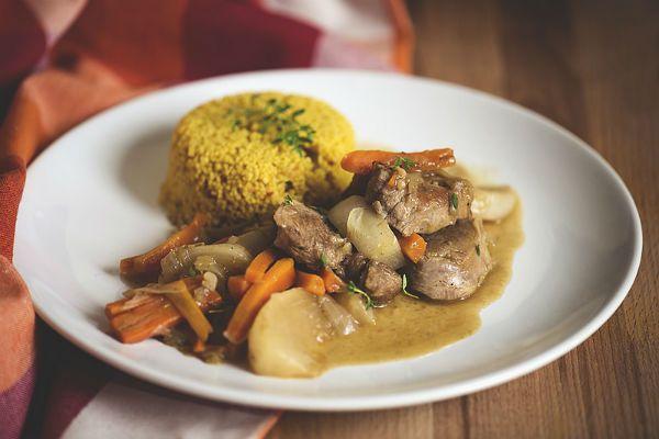 Мясо с репой и морковью фото