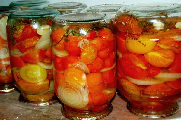 Помидорный салат с луком фото