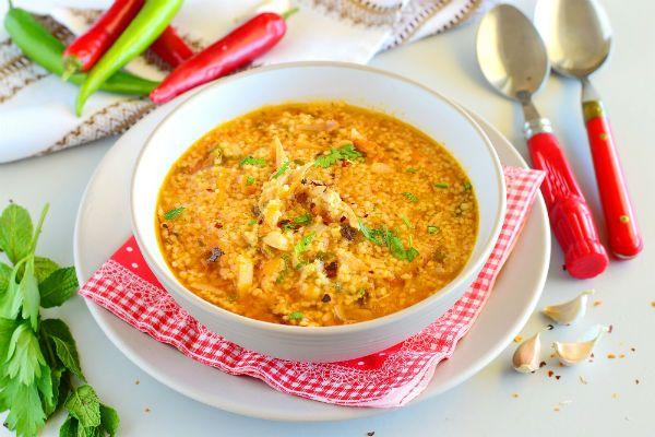 Куриные желудки в томатном соусе с пюре из фасоли фото