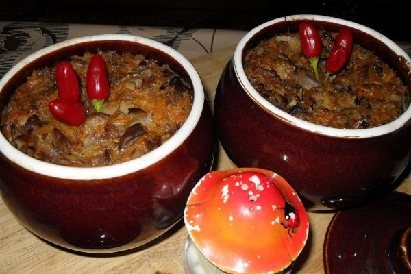 Куриные желудки, запечённые в горшочке с фасолью фото