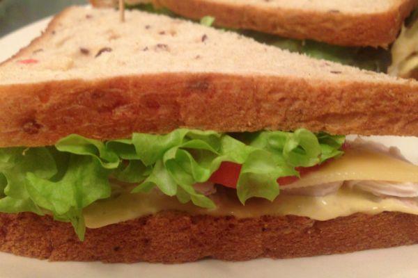 С колбасой и сыром фото
