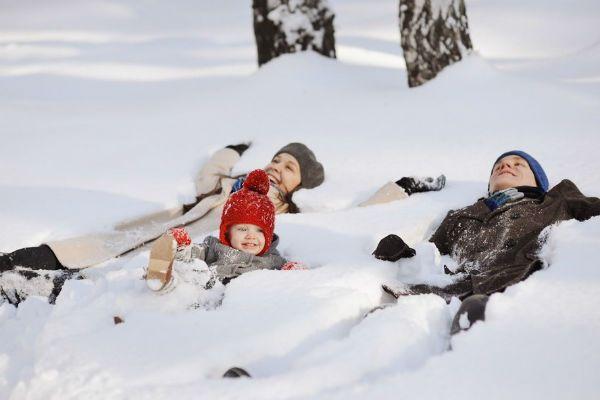 Семья на снегу фото