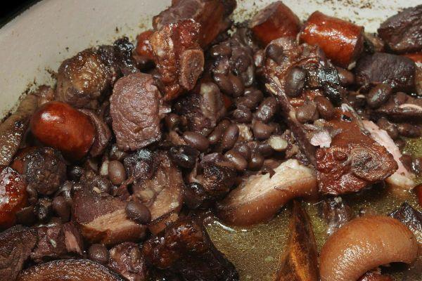Черные бобы со свининой фото
