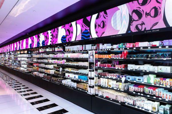 Косметический магазин «Sephora» фото