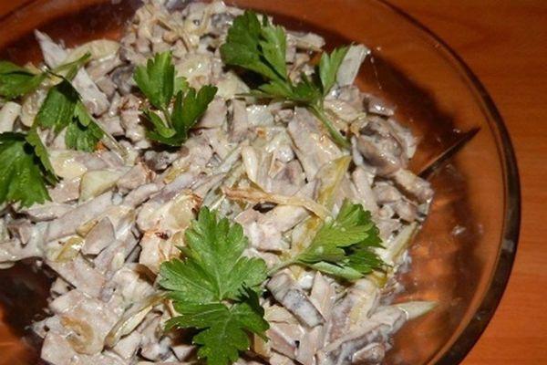 Салат с печенью и грибами фото