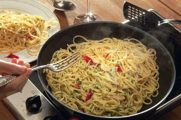 Спагетти с чесноком фото