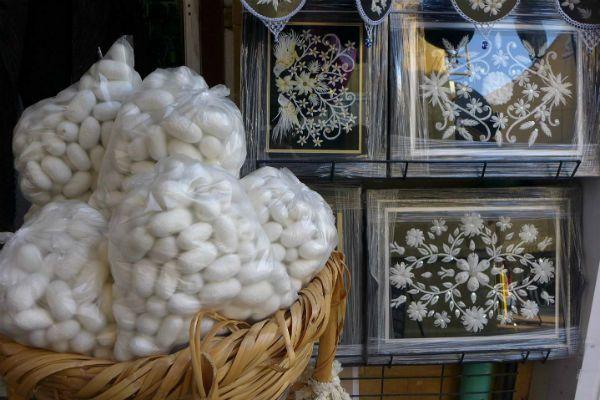 Картины из коконов тутового шелкопряда фото
