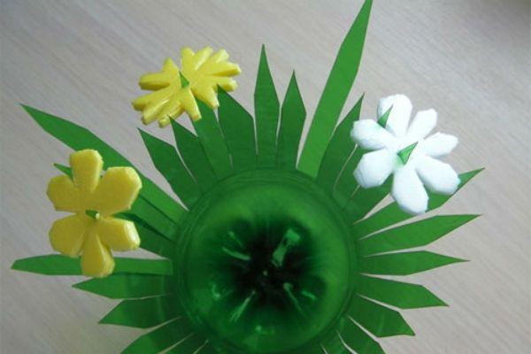 Добавляем цветы на вазу фото