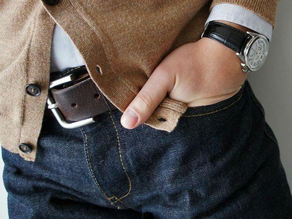 Руки в карманах брюк фото