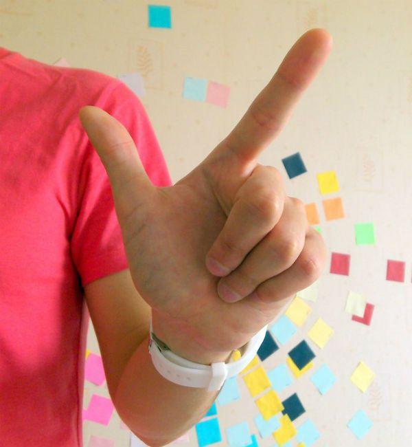 Указательный палец фото