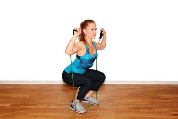 Аэробика приседания с эспандером упражнение 2 фото