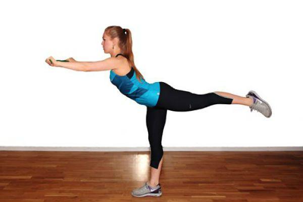 Разгибание бедра с тягой к груди упражнение 1 фото