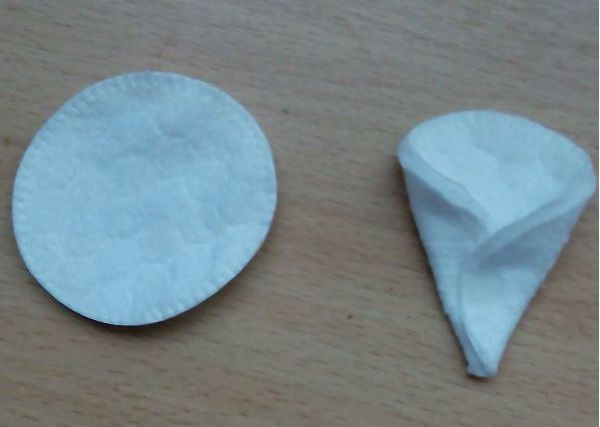 Елочка из ватных дисков шаг 1 фото