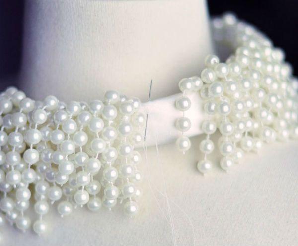 Ожерелье из бус вид сзади фото