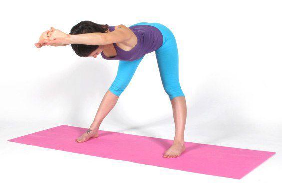 Растяжка на поперечный шпагат упражнение 2 фото