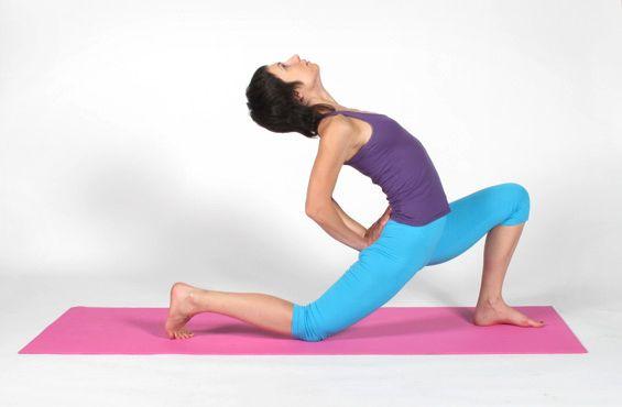 Растяжка на продольный шпагат упражнение 3 фото