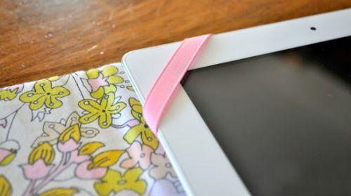 Чехол для планшета из картона и ткани крепление резинок 2 фото
