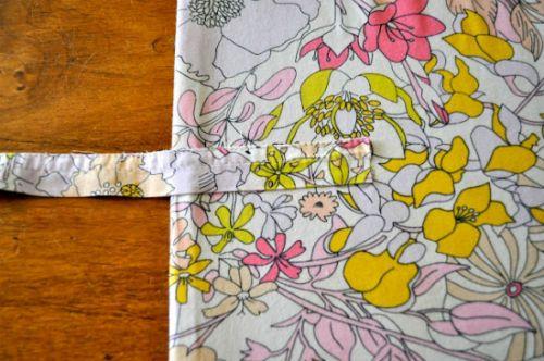 Чехол для планшета из картона и ткани завязки фото