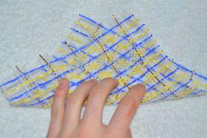 Квадраты из декоративной сетки фото