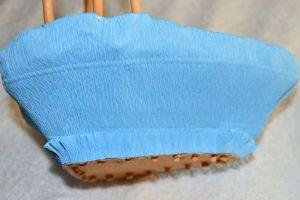 Оформление корзинки с киндер сюрпризами фото
