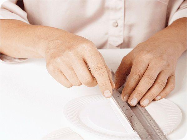 Бра из пластиковых тарелок шаг 2 фото