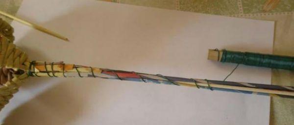 Цветы из газетных трубочек шаг 15 фото