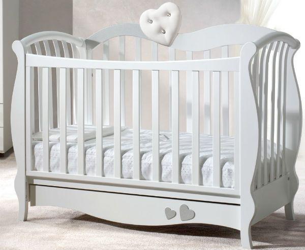 Классическая детская кроватка фото