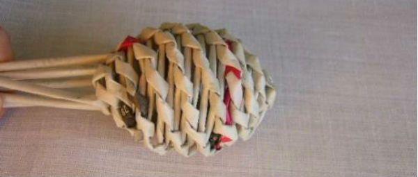 Пасхальные яйца из газетных трубочек шаг 7 фото