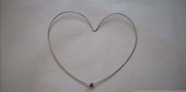 Сердце из газетных трубочек шаг 1 фото