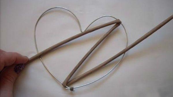 Сердце из газетных трубочек шаг 3 фото