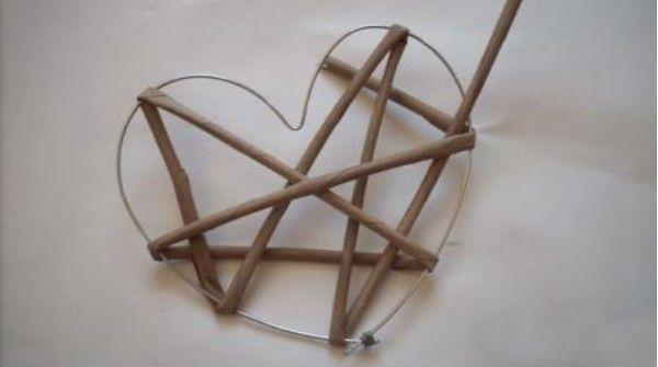 Сердце из газетных трубочек шаг 5 фото