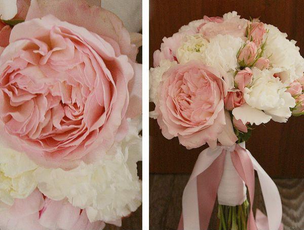 Свадебный букет из пионов и роз с бутоньеркой шаг 5 фото