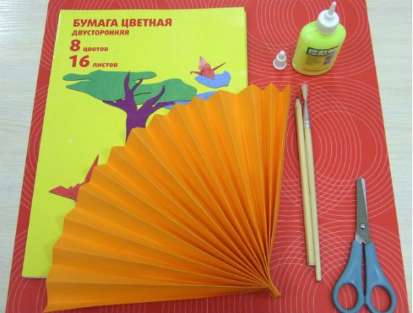Веер из цветной бумаги детский шаг 3 фото