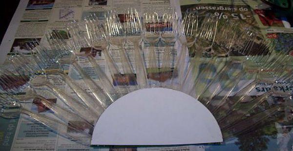 Веер из пластиковых вилок шаг 2 фото