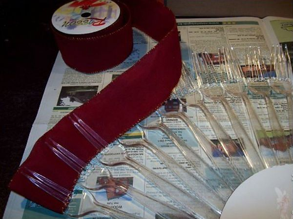 Веер из пластиковых вилок шаг 3 фото