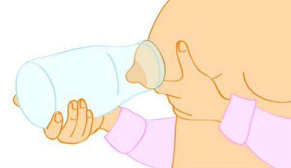 Сцеживание грудного молока бутылкой фото