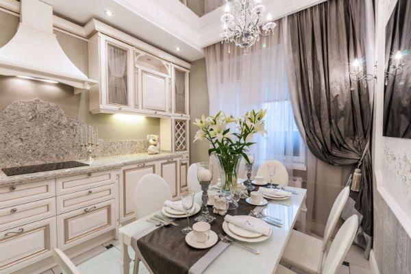 Оформление окна на кухне в классическом стиле вариант 11 фото
