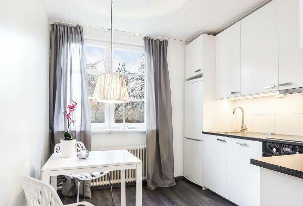 Оформление окна на кухне в скандинавском стиле вариант 1 фото