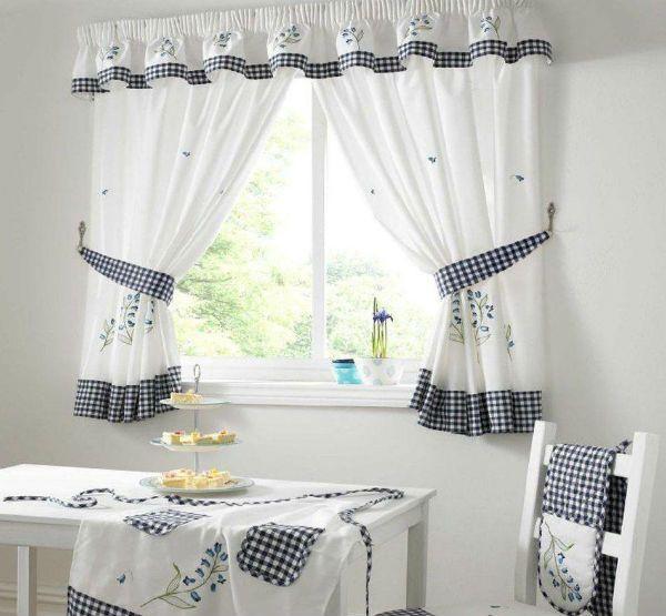 Оформление окна на кухне в скандинавском стиле вариант 3 фото