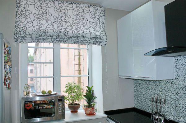 Оформление окна на кухне в скандинавском стиле вариант 4 фото