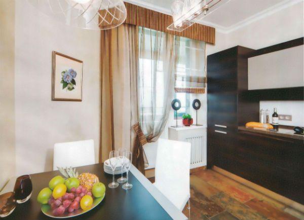 Оформление окна на кухне в современном стиле вариант 1 фото