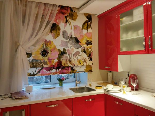 Оформление окна на кухне в современном стиле вариант 9 фото