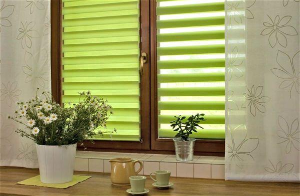 Оформление окна на кухне в стиле минимализм вариант 1 фото