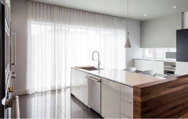 Оформление окна на кухне в стиле минимализм вариант 7 фото