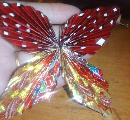 Бабочка из фантиков от конфет фото