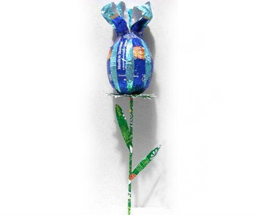 Цветок с сюрпризом из фантиков от конфет фото