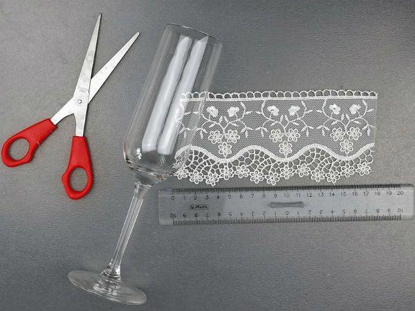 Декор свадебных бокалов кружевом шаг 2 фото