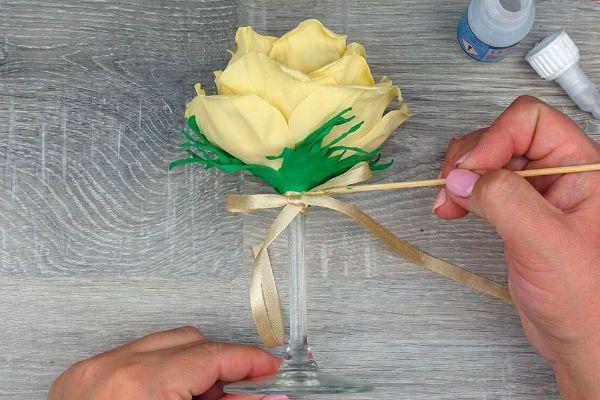 Декор свадебных бокалов лепестками шаг 46 фото