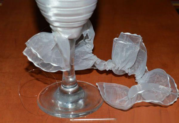 Декор свадебных бокалов тканью шаг 11 фото