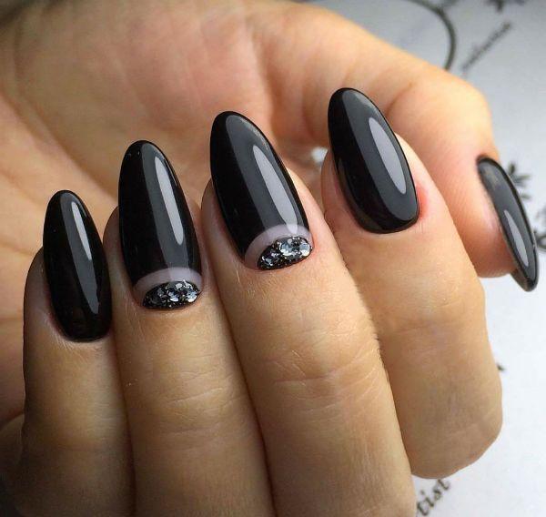 Лунный маникюр на ногтях миндалевидной формы фото